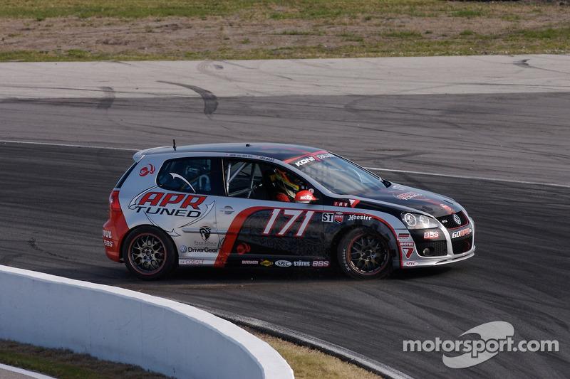Spin for #171 APR Motorsport Volkswagen GTI: Ian Baas, Dion von Molke