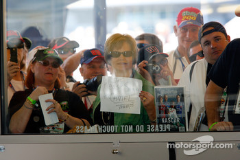 Fans vie for Dale Earnhardt Jr.'s attention