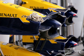 Team Renault front wings