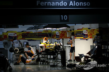 Night atmospher, Fernando Alonso, Renault F1 Team