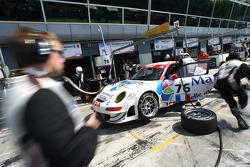 Pit stop for #76 IMSA Performance Matmut Porsche 997 GT3 RSR: Richard Lietz, Raymond Narac