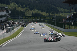 Pace lap: #1 Audi Sport Team Joest Audi R10 TDI: Allan McNish, Rinaldo Capello