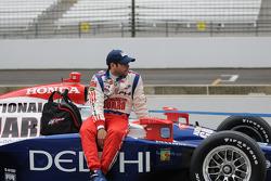 Vitor Meira riding on his car