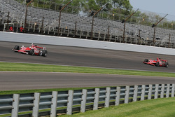 Scott Dixon leading Dan Wheldon