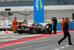 Christijan Albers, TME, Audi A4 DTM, forced to stop at the pitlane exit with a loose left front wheel