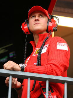 Michael Schumacher, Test Driver, Scuderia Ferrari having something to eat during the session