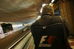 Fritz van Eldik F1 Photographer, shooting in the tunnel