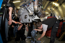 Engine change on the Raeder Motorsport Lamborghini Gallardo