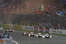 The start: Peugeot leads the field