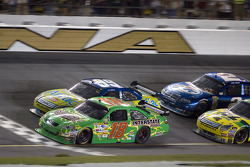 Kyle Busch battles Carl Edwards in the closing laps