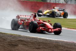 Kimi Raikkonen, Scuderia Ferrari leads Fernando Alonso, Renault F1 Team
