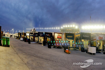The Illinois sky lights up as the sun sets on the LifeLock.com 400