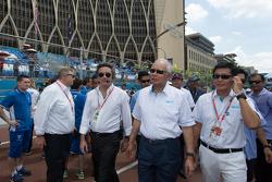 FE CEO 阿里亨德罗·阿加格与马来西亚总理纳吉布 参观维修区