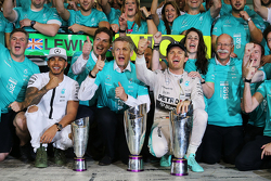 Race winner Nico Rosberg, Mercedes AMG F1 celebrates with second place Lewis Hamilton, Mercedes AMG F1 and the team