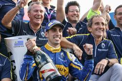 埃斯特雷角ePrix胜利者——塞巴斯蒂安·布耶米和雷诺e.DAMS