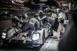 停站:保时捷车队18号保时捷919 Hybrid赛车:罗曼·杜马斯、马克·里布、尼尔·雅尼