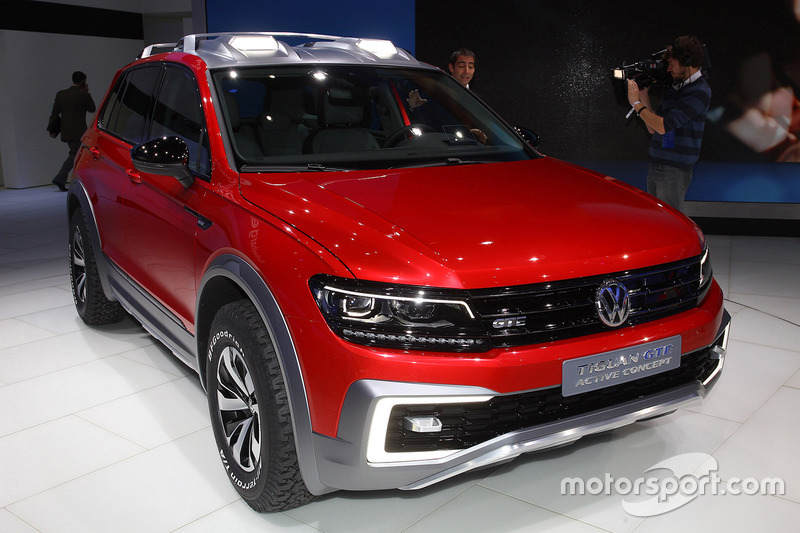 volkswagen tiguan gte at north american international auto show. Black Bedroom Furniture Sets. Home Design Ideas