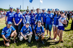 #307 Toyota: Vladimir Vasilyev, Konstantin Zhiltsov with Kamaz team members