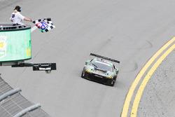 #44 Magnus Racing Audi R8 LMS: John Potter, Andy Lally, Marco Seefried, René Rast pakt de overwinning in GTD