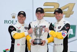 GTLM领奖台:克尔维特车队4号克尔维特C7.R赛车:奥利弗·格文、汤米·米勒、马塞尔·法斯勒