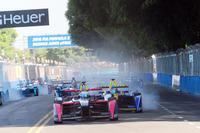 Fórmula E Fotos - Sam Bird, DS Virgin Racing Formula E Team lead the field in the 1st corner