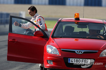 Pedro de la Rosa, Test Driver, McLaren Mercedes returns to the track after stopping on circuit