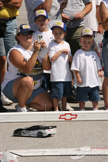 Young fans watch RC cars race