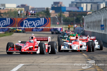 Scott Dixon leads Helio Castroneves