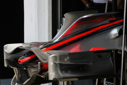 McLaren Mercedes, MP4-23, Front wing