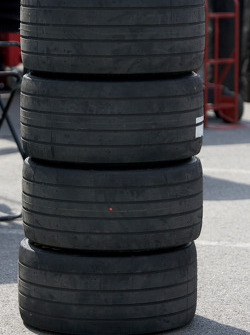 Grooved tires