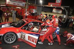 Pit stop for #62 Scuderia Ecosse Ferrari F430: Fabio Babini, Jamie Davies, Ferdinando Monfardini