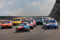Start: Kyle Busch leads the field