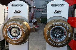 Gold Bridgestone Tyres, celebrating their 200th Grand Prix