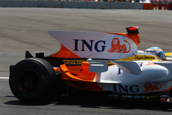 Fernando Alonso, Renault F1 Team, R28 loses his rear wing