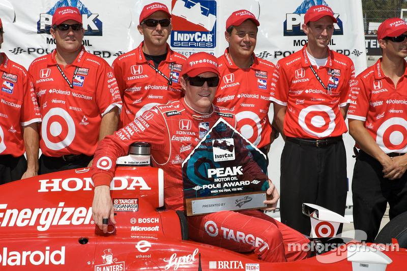 Pole winner Scott Dixon celebrates with his team