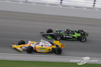 Tony Kanaan and Ernesto Viso run together