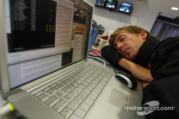 A tired Belgian photographer in the press room