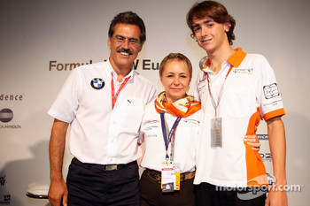 BBQ at FBMW Hospitality: Dr. Mario Theissen, BMW Sauber F1 Team, BMW Motorsport Director, Esteban Gutierrez, Josef-Kaufmann-Racing and his mother