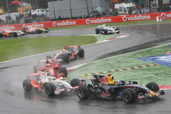 David Coulthard, Red Bull Racing, RB4 leads Giancarlo Fisichella, Force India F1 Team, VJM-01