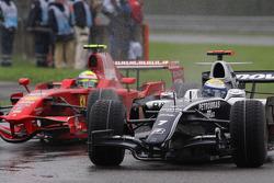Nico Rosberg, WilliamsF1 Team, FW30 overtakes Felipe Massa, Scuderia Ferrari, F2008