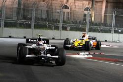 Kazuki Nakajima, Williams F1 Team, FW30 leads Fernando Alonso, Renault F1 Team, R28