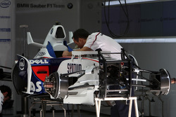 Mechanics work on the car of Nick Heidfeld, BMW Sauber F1 Team