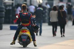Sébastien Bourdais, Scuderia Toro Rosso returns to the pits