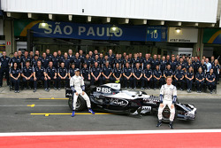 Williams F1 Team group picture, Kazuki Nakajima, Williams F1 Team, Nico Rosberg, Williams F1 Team