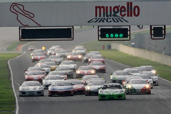 Sunday Coppa Shell race: start action