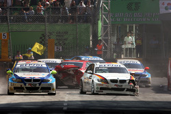 Crash with Andre Couto and Jorg Muller