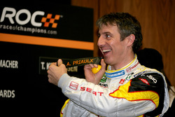 Jason Plato pulls Andy Priaulx name out of the hat at the draw