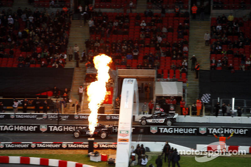 Heat, race 1: Michael Schumacher crosses the line to beat Tom Kristensen