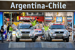 #358 Mitsubishi Pajero V60: Tino Schmidt and Philipp Tiefenbach, #365 Mitsubishi Pajero: Stephan Schott and Holm Schmidt