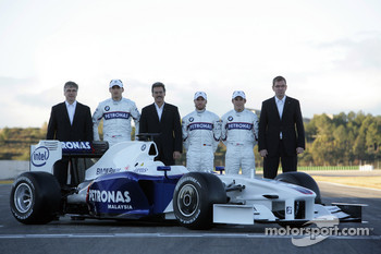 Walter Riedl, Robert Kubica, Dr. Mario Theissen, Nick Heidfeld, Christian Klien and Markus Duismann with the new BMW Sauber F1.09